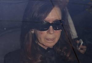 Uma semana depois, novos exames mostraram que o traumatismo de Cristina gerou lentamente um coágulo em seu cérebro. A presidente será submetida a uma cirurgia Foto: Pablo MOlina / AP