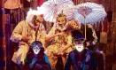 Coletivo. A peça narra a saga de uma trupe mambembe que tenta sobreviver em meio à decadência Foto: Divulgação/Guto Muniz