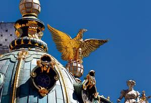 Cúpula do Teatro Municipal, prédio do início do século XX: uma das atrações do roteiro de design montado para o Centro da cidade Foto: Custódio Coimbra/15-2-2012