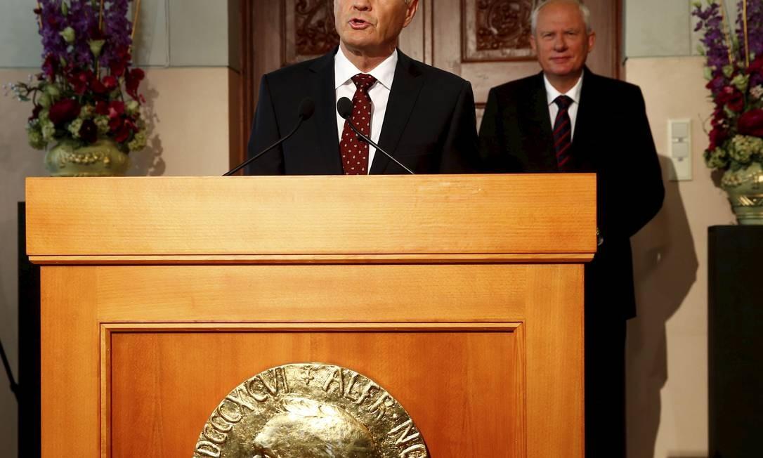 O presidente do Comitê do Nobel, Thorbjorn Jagland, anuncia em Oslo que a Organização para a Proibição de Armas Químicas venceu o Prêmio Nobel da Paz Foto: Heiko Junge / AP