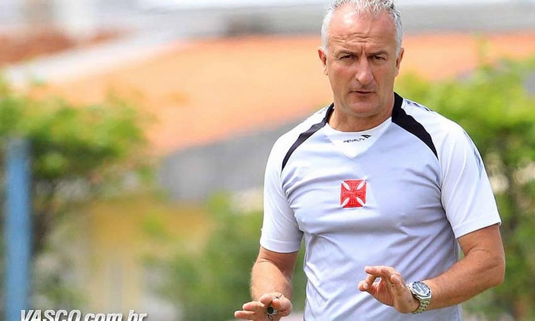 d542ba7b6a0d5 O técnico Dorival Júnior durante treino em Florianópolis Foto  Divulgação    Vasco