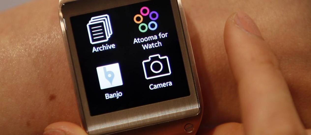 Segmento de relógios inteligentes, como o Galaxy Gear, deve se desenvolver rapidamente Foto: Michael Sohn/AP