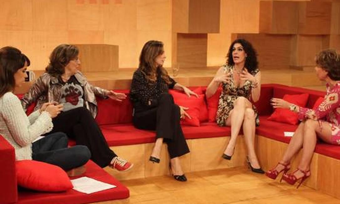 Maria Ribeiro, Barbara Gancia, Monica Martelli, Paula Lavigne e Astrid conversam no 'Saia Justa' Foto: Divulgação