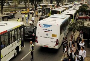 Pontos de ônibus na Avenida Francisco Bicalho, em frente à Estação da Leopoldina em 12/08/2013 Foto: Gabriel de Paiva / Agência O Globo