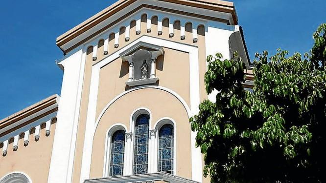 O templo. A fachada da Paróquia do Sagrado Coração de Jesus Foto: Paula Giolito / Agência O Globo