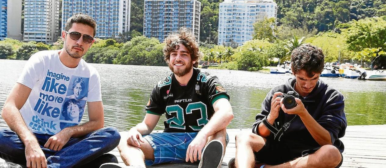 Visibilidade. Duda Duarte (à esquerda), Marcos Klein e Bernardo Cartolano usam a internet para compartilhar os novos negócios da Primetime Foto: Camilla Maia
