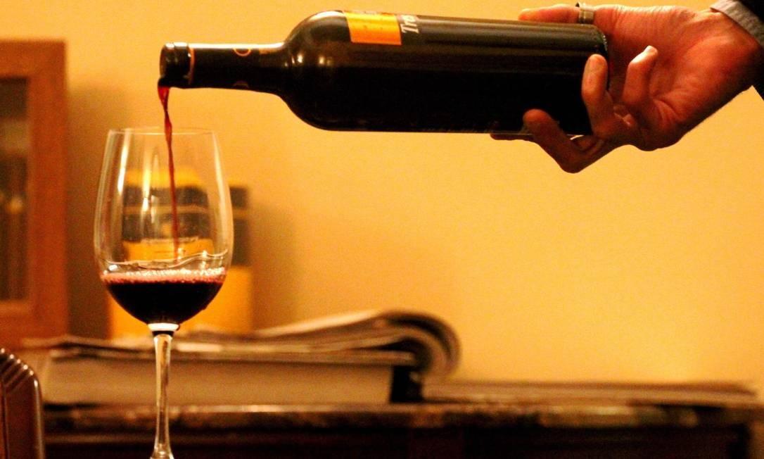 Três tacaw de vinho por dia compromete a fertilidade das mulheres, afirma estudo americano Foto: Agência O Globo