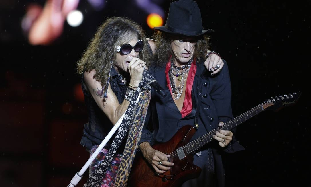 Steven Tyler e Joe Perry no show na Praça da Apoteose Foto: Daniela Dacorso / Agência O Globo
