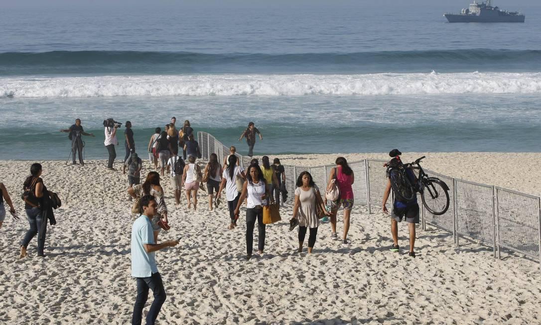Forças de segurança bloquearam movimentaçãona avenida e na praia Pablo Jacob / Agência O Globo