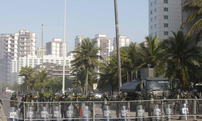 Forças de segurança bloqueiam acesso ao hotel Windsor para garantir o leilão do Campo de Libra Pablo Jacob / Agência O Globo