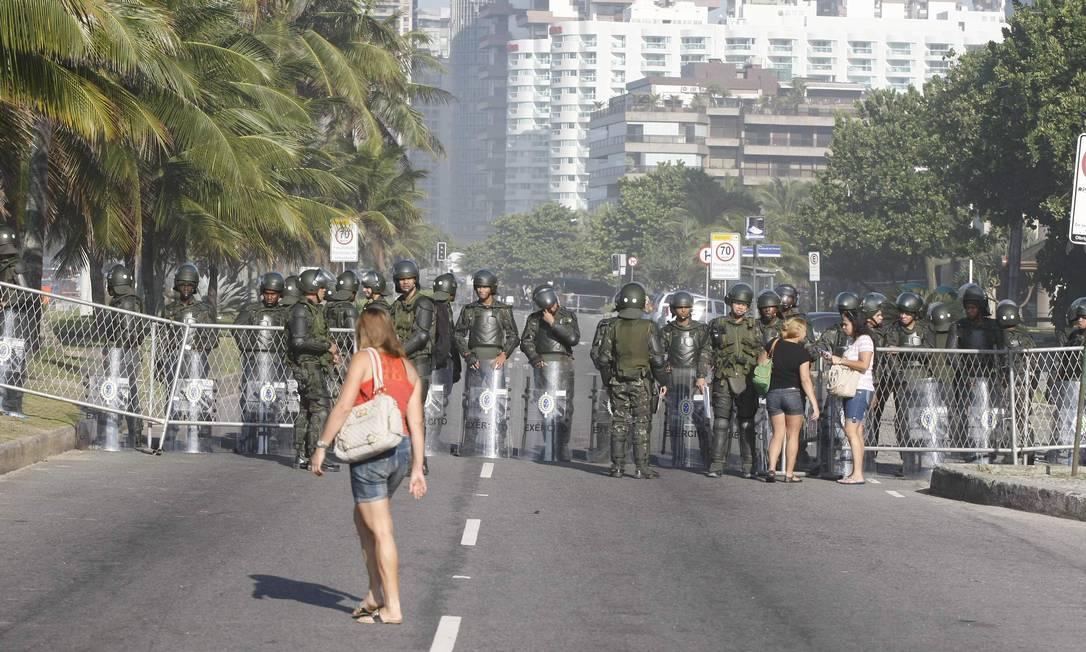 Área de acesso ao hotel Windsor foi bloqueada para impedir protestos contra o leilão de Libra Pablo Jacob / Agência O Globo