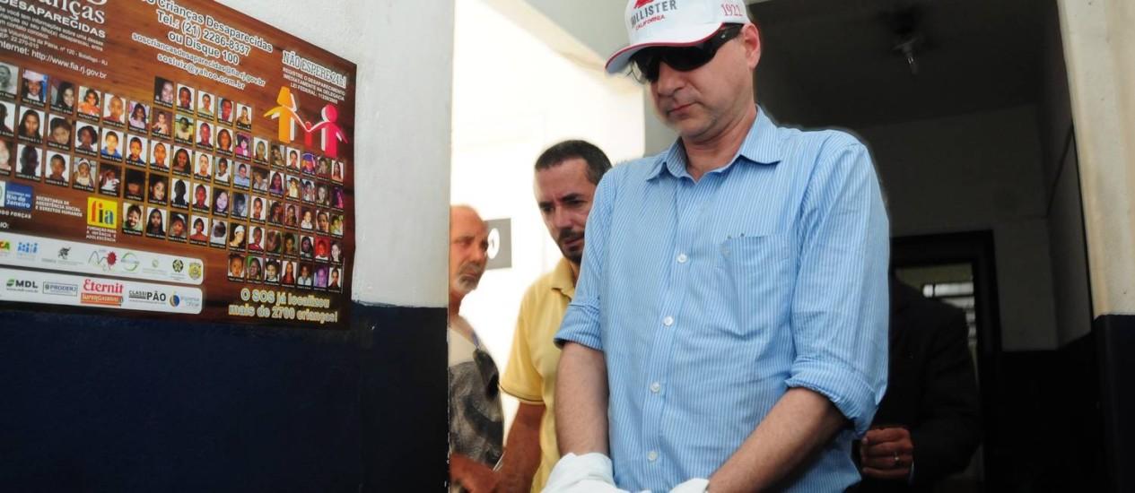 Advogado Michel Salim se entrega à Divisão de Homicídios de Niterói e São Gonçalo Foto: Márcio Oliveira - Extra / Agência O Globo
