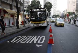 Ônibus passa pelo BRS Carioca-Estácio, inaugurado em setembro Foto: Bruno Gonzalez