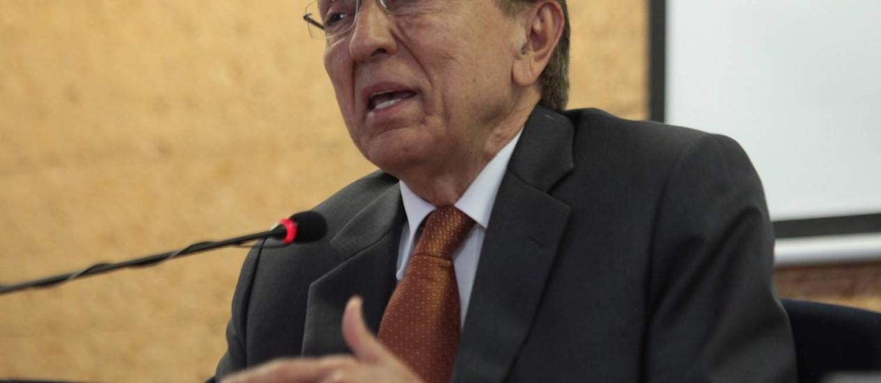 O ministro de Minas e Enegia, Edison Lobão Foto: André Coelho / Agência O Globo