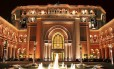Uma das fachadas do Emirates Palace, o hotel de US$ 3 bilhões, em Abu Dhabi