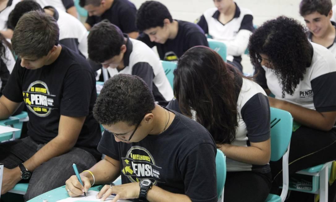 Alunos estudam para o Enem Foto: Laura Marques / Agência O Globo