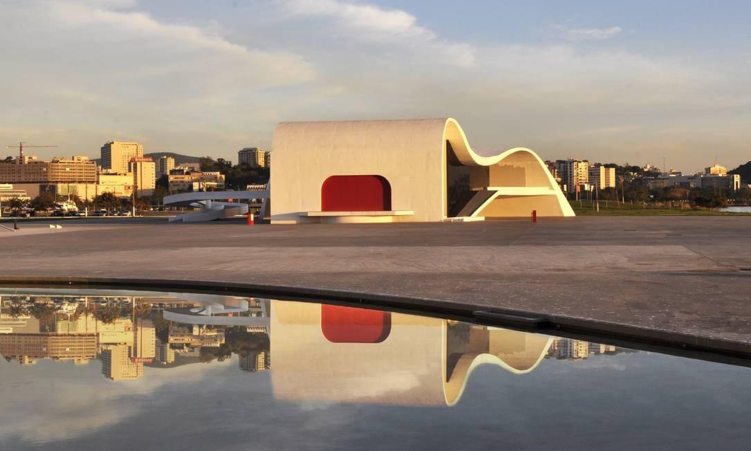 Espaço interno e externo. Reformado ao custo de R$ 800 mil, espaço conta com sala de 460 lugares e área externa Foto: Marcovani Porto / Divulgação