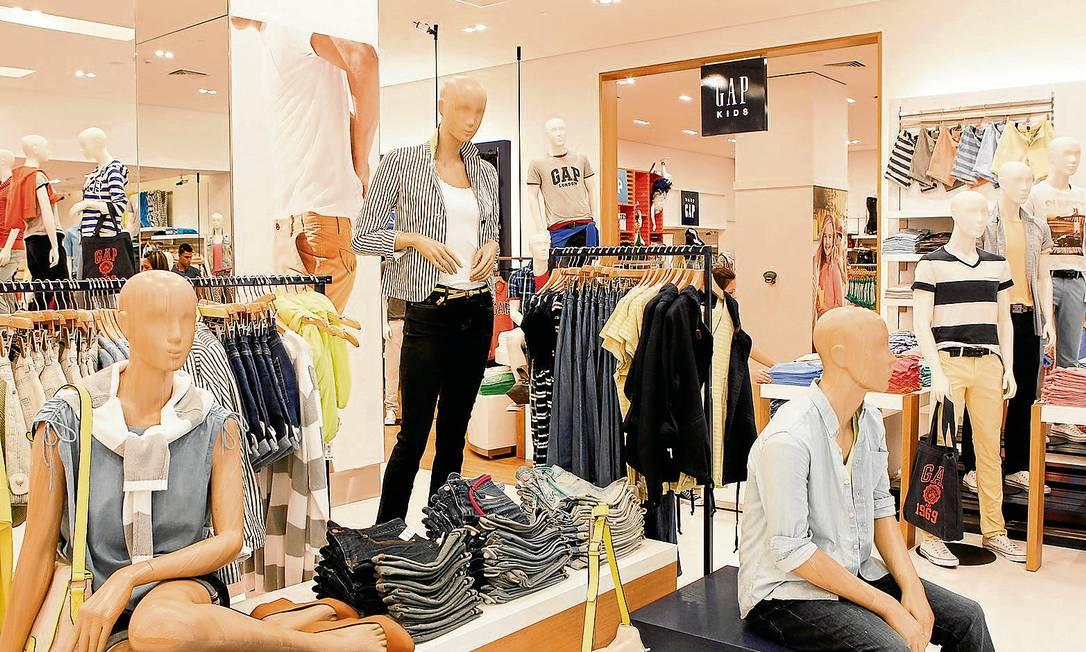 Nova loja da GAP, no JK Iguatemi: para o especialista João Carlos Lazzarini, preço alto alimenta desejo do consumidor pelo produto Foto: MichelFilho / Michel Filho