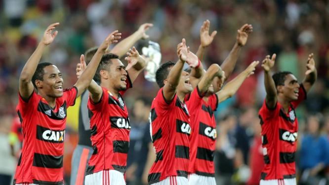 a7477ca765 Time do Flamengo saúda a torcida no Maracanã
