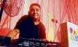 Som na caixa. O DJ FC Nond, de 51 anos, duas paixões: arquitetura e design