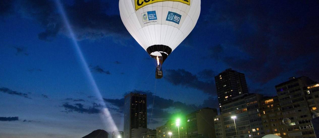 Balão da Lei Seca durante ação no Rio de Janeiro Foto: Guito Moreto / Agência O Globo