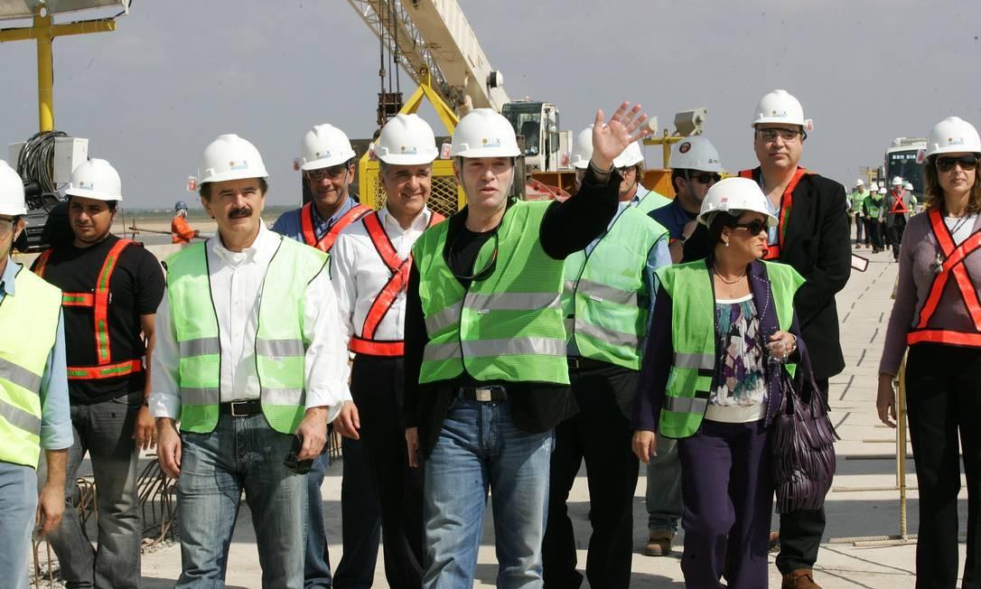Visita do ex-ministro Pedro Brito, da Secretaria Especial de Portos, e Eike Batista, da EBX, às obras do Super Porto do Açú. Foto: Marcelo Piu / Agência O Globo
