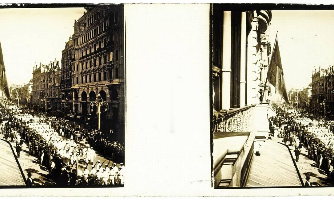 Desfile militar na Avenida Central, hoje avenida Rio Branco Foto: Acervo do Museu Imperial