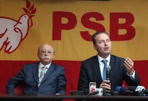 Vice-presidente e presidente do PSB, Roberto Amaral (à esquerda) e Eduardo Campos Foto: Ailton de Freitas / O Globo