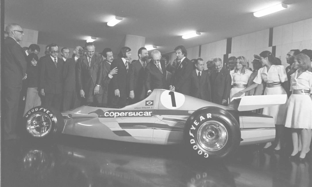 O primeiro carro da Copersúcar Fittipaldi, o FD 01, foi apresentado ao então presidente Ernesto Geisel, em 1974. Seis anos depois, a equipe brasileira abriu as portas para o jovem Adrian Newey, recém-formado em aeronáutica na Universidade de Southampton Orlando Brito/16-10-1974