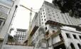 O Hotel Glória, uma das vitirnes de Eike, está com as obras paradas -