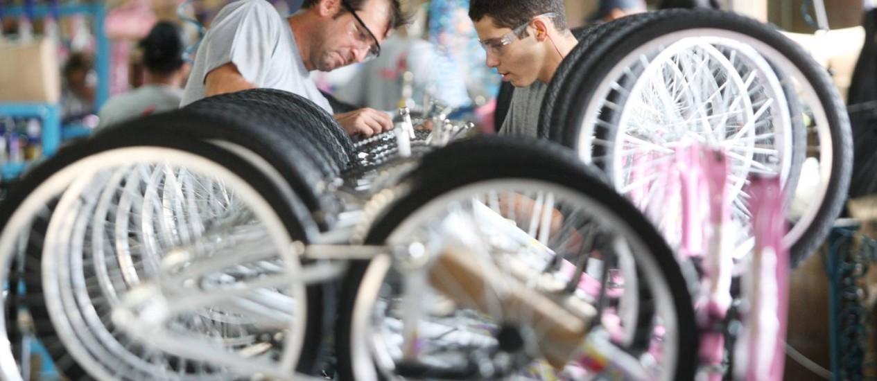 A fábrica Verden Bikes em SP produz cerca de 40 mil bicicletas por ano Foto: Agência O Globo / Marcos Alves