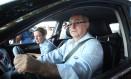 Ministros Gleisi Hoffmann e Paulo Bernardo saem de reunião ministerial Foto: André Coelho/2-11-2013 / O Globo
