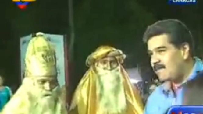Maduro e os Reis Magos, na na Feira Natalina Socialista, em Caracas Foto: Reprodução da TV