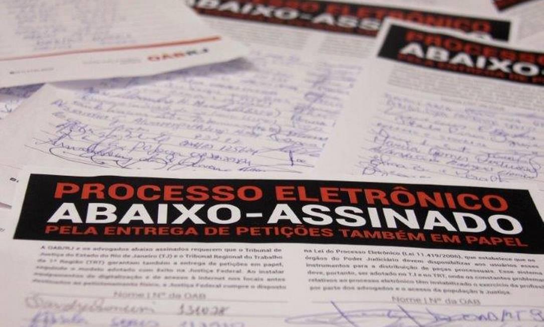 Documento reuniu 22 mil assinaturas de advogados pedindo que a Justiça aceite, provisoriamente, petições também em papel Foto: Divulgação/OAB-RJ