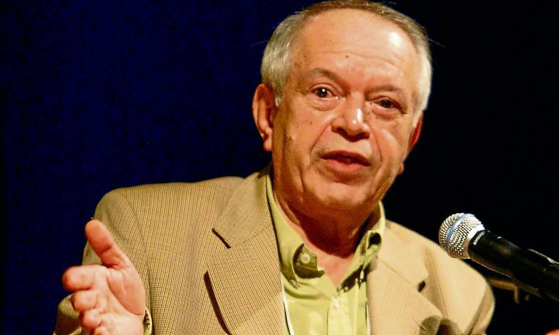 Autor foi eleito e vai ocupar a cadeira 23, que foi de Machado e Jorge Amado, vaga com a morte de Luiz Paulo Horta Foto: André Teixeira / Agência O Globo