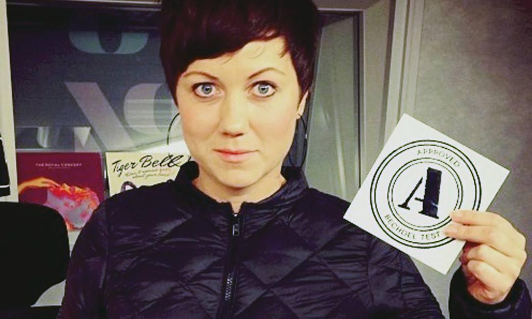 Ellen Tejle, gerente da sala de cinema Bio Rio, em Estocolmo, é uma das incentivadoras do novo sistema Foto: AMI BRAMME / AP