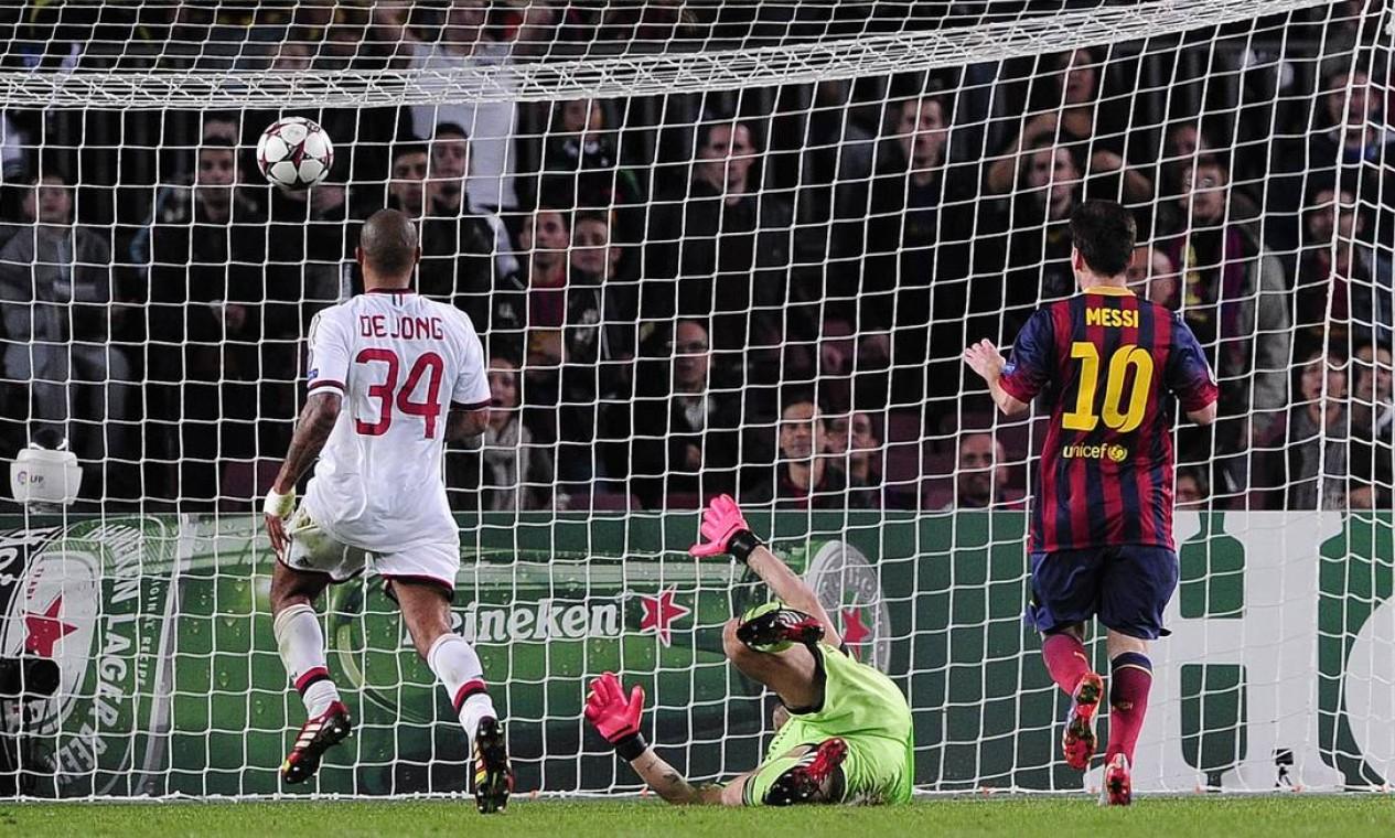 O segundo gol de Messi, visto por outro ângulo Foto: JOSEP LAGO / AFP