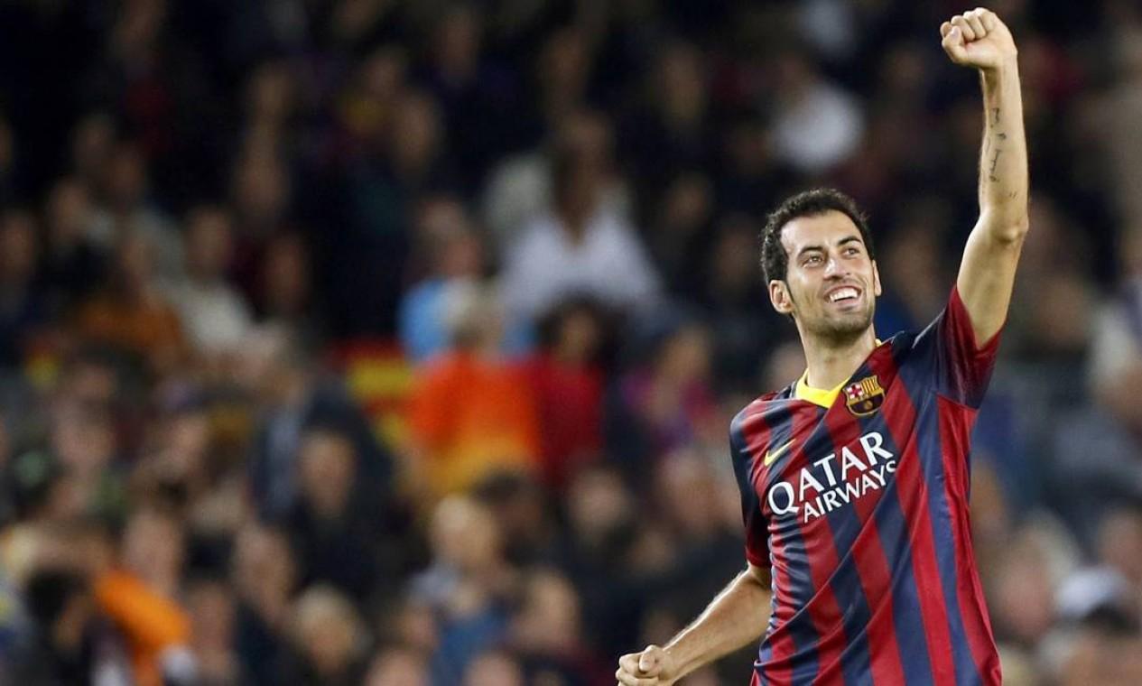 Sergio Busquets comemora após marcar o segundo gol do Barcelona Foto: GUSTAU NACARINO / REUTERS