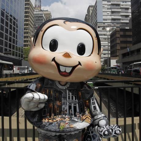 Uma das 50 estátuas da personagem Mônica espalhadas pela cidade de São Paulo Foto: Michel Filho / Agência O Globo