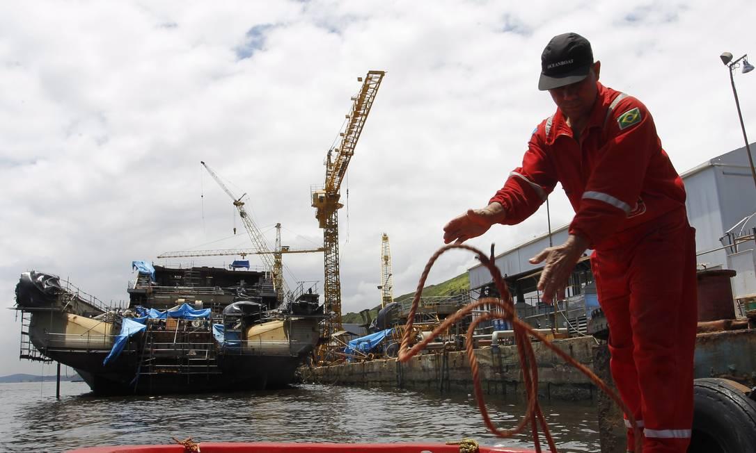 Operário trabalha nas instalações do estaleiro Vard, que que constrói dois navios de lançamento de linhas flexíveis (PLSVs) para a Petrobras Gustavo Miranda / Agência O Globo