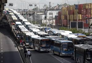 Engarrafamento no primeiro dia útil após o fechamento da Perimetral Foto: Rafael Moraes / Agência O Globo (04/11/2013)