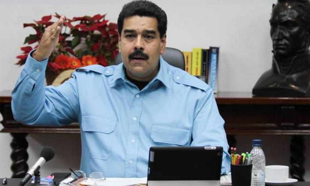 Maduro, em pronunciamento na noite de domingo: guerra econômica Foto: AVN