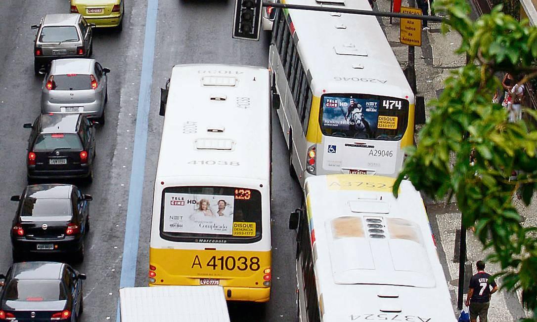 Para empresários, houve quebra de contrato com a prefeitura - Foto: Domingos Peixoto / Agência O Globo