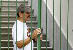 O ex deputado federal Roberto Jefferson, condenado no caso do mensalão entra em sua casa em Levy Gasparian no interior do estado do Rio de Janeiro Foto: Pablo Jacob / Agência O Globo
