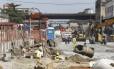 Operários correm contra o tempo para terminar a obra no trecho da Avenida Professor Pereira Reis