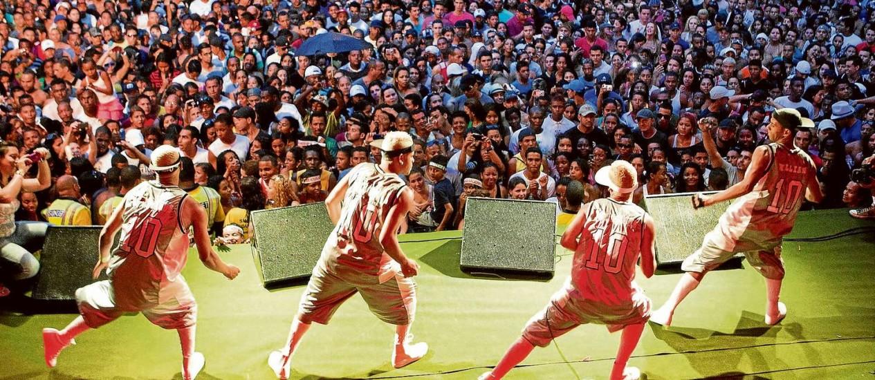 Dançarinos no Rio Parada Funk Foto: Divulgação/guito moreto