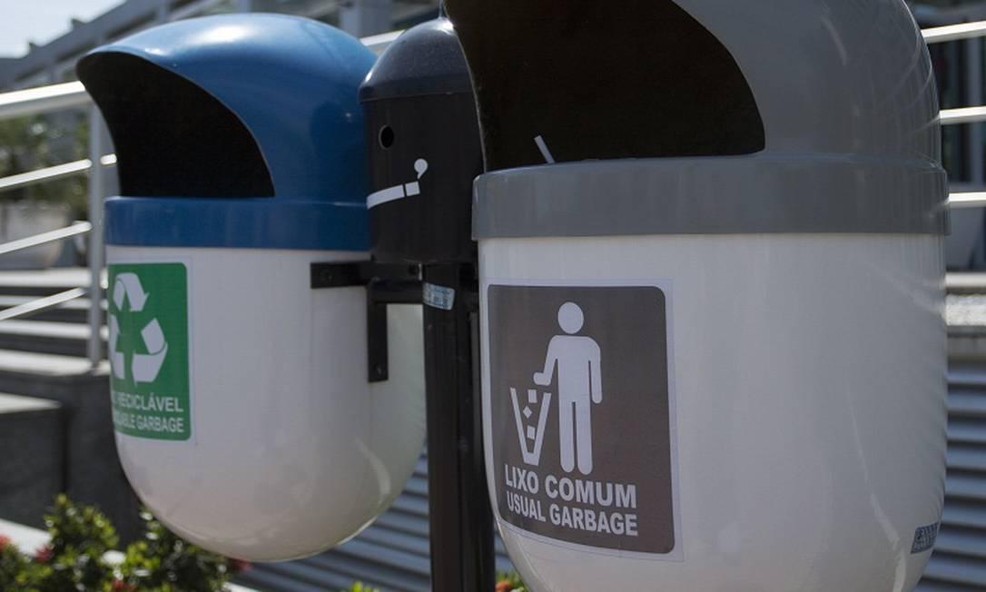 Campanhas ecológicas já incentivam descarte correto do lixo, no Rio Foto: Leo Martins / Agência O Globo