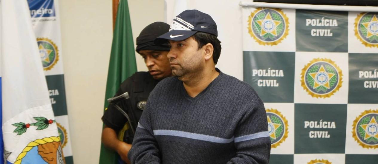 O ex-PM e miliciano Ricardo Teixeira da Cruz (o Batman) quando foi preso em 14/05/2009 Foto: Gustavo Azeredo / Agência O Globo