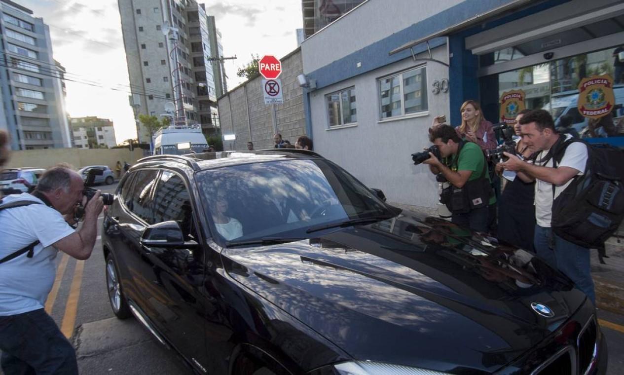 Simone Vasconcelos, ex-funcionária de Marcos Valério, se apresenta à Superintendência em Minas Foto: Jackson Romanelli