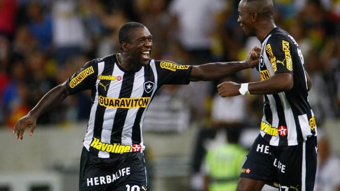Seedorf comemora um dos 24 gols que marcou na sua passagem de um ano e sete meses no Botafogo Foto: Pedro Kirilos/16-11-2013 / O Globo
